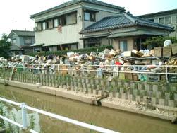 市内の様子・川